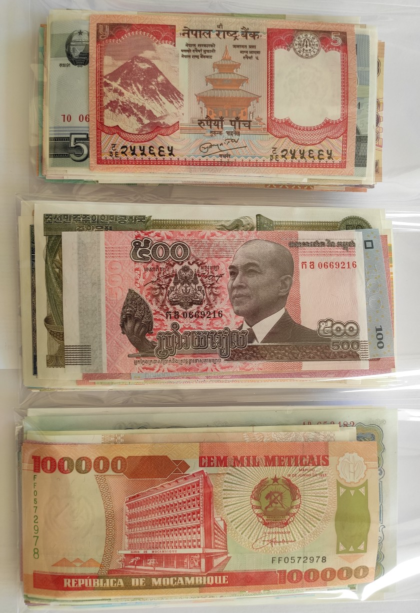 300 world banknotes. Majority UNC